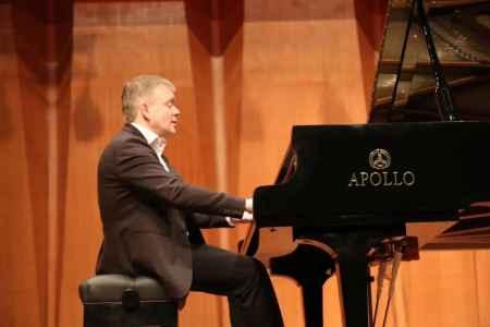 安德烈·史必考携手APOLLO钢琴奏响2020新乐章报价